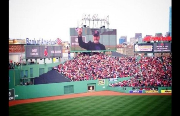Neil Diamond sings at a Red Sox game! Sweet Caroline!
