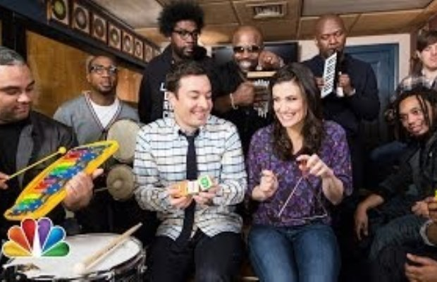 """Idina Menzel Sings """"Let it Go"""" with Jimmy Fallon & The Roots"""
